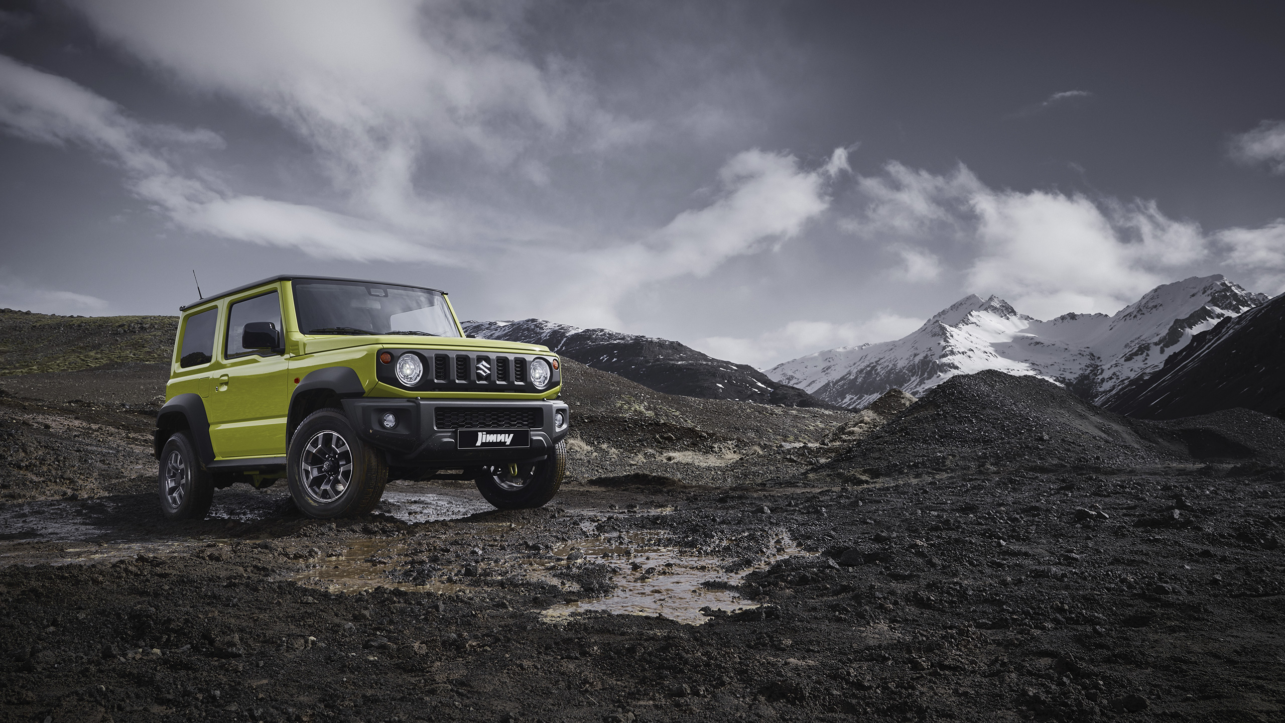 Front-view-of-Jimny-in-Iceland